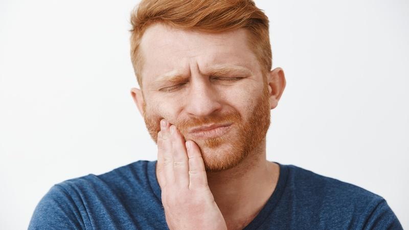 Uomo Affetto Da Carie Dentale